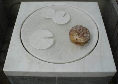 Brunnen Marmor, mit sich drehender Seerose