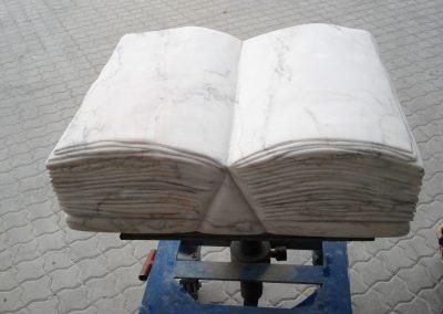 Buch aus Marmor