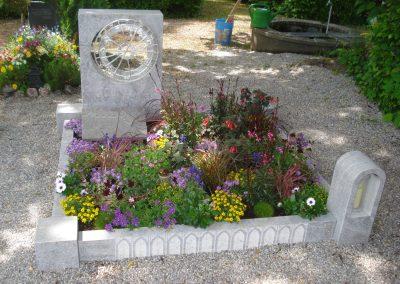Denkmal mit galvanisierter Bronze