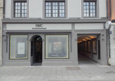 Restaurierungsarbeiten Fassade Residenzstr.13/ München, EG und Gesims, Niederdruckstrahlen der Fassade,, Antragungen, steinmetzmäßiges Überarbeitung