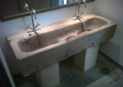 Einbau Waschtisch Schweinetrog im Golfclubhaus Kitzbühel, im Unternehmerauftrag