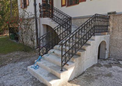 Steinmetzmäßiges überarbeiten neue Treppe an Jahrhundertwendevilla